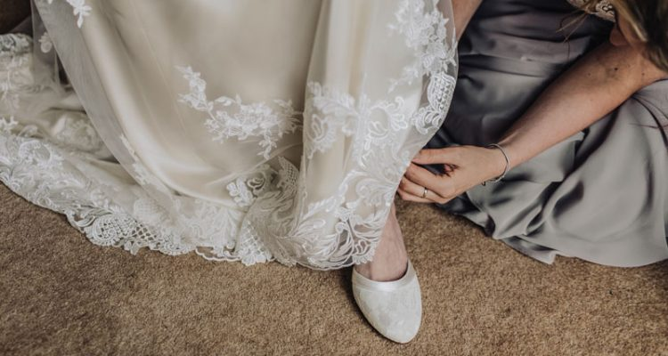 Tips For Buying Silk Bridal Clothes Online